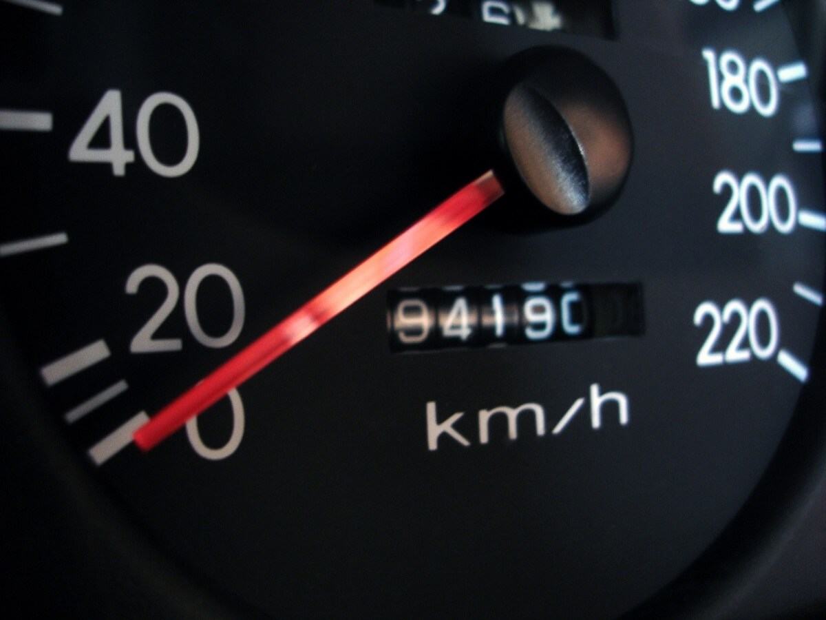 How to Check a Used Car For an Odometer Rollback article header