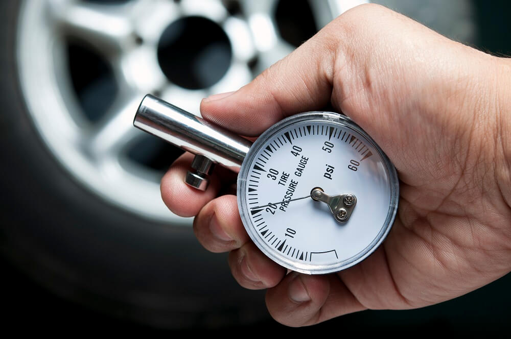 How to Check Your Tire Pressure article header
